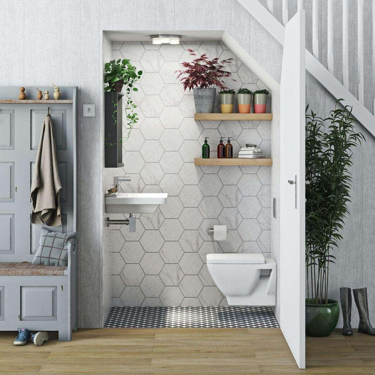 Tránh đặt nhà vệ sinh ở dưới gầm cầu thang