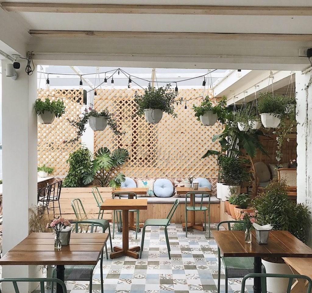 trang trí quán cà phê hợp phong thủy