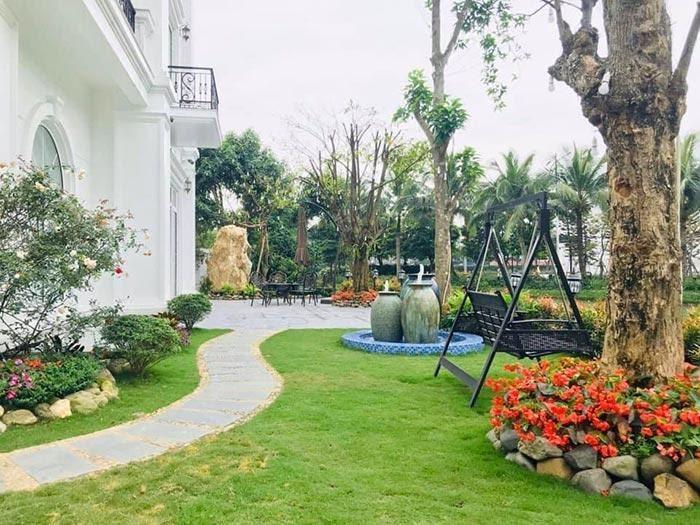 Lối vào sân vườn nên thiết kế theo đường cong uốn khúc
